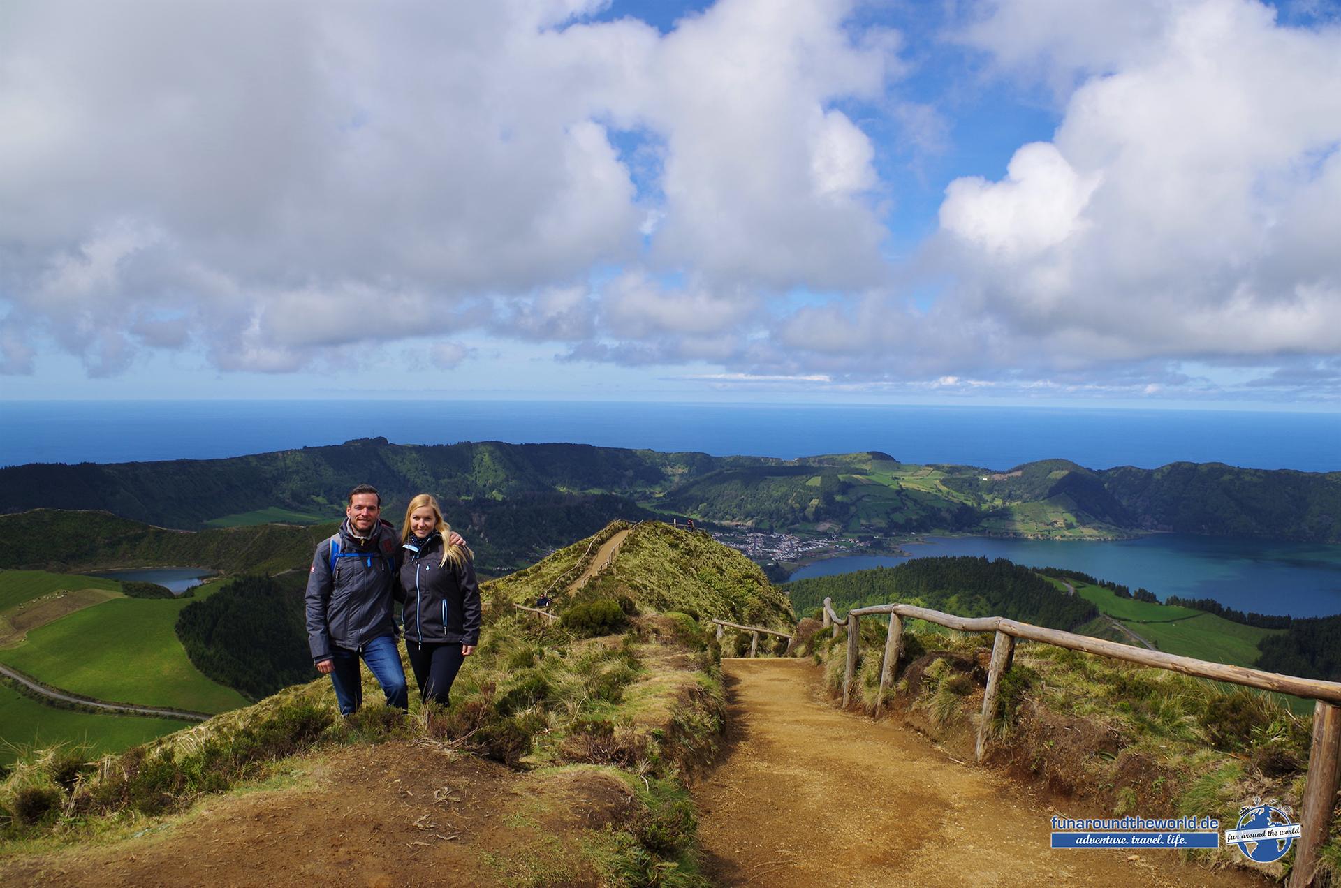 Eindrucksvolle Aussichtspunkte offenbaren sich als Belohnung für Wanderungen entlang der Vulkanseen auf Sao Miguel