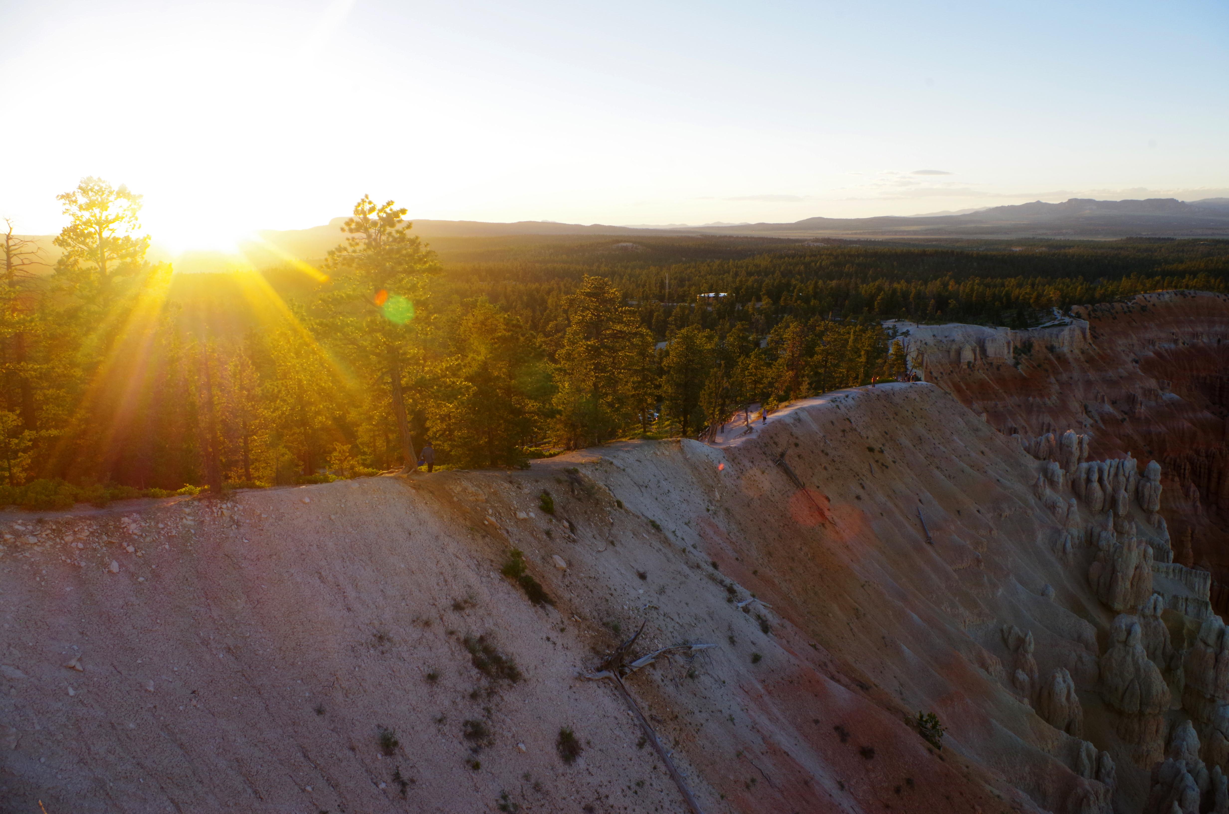 Sonnenuntergang am Bryce Canyon Nationalpark, direkt am Rim bieten sich hervorragende Fotomotive