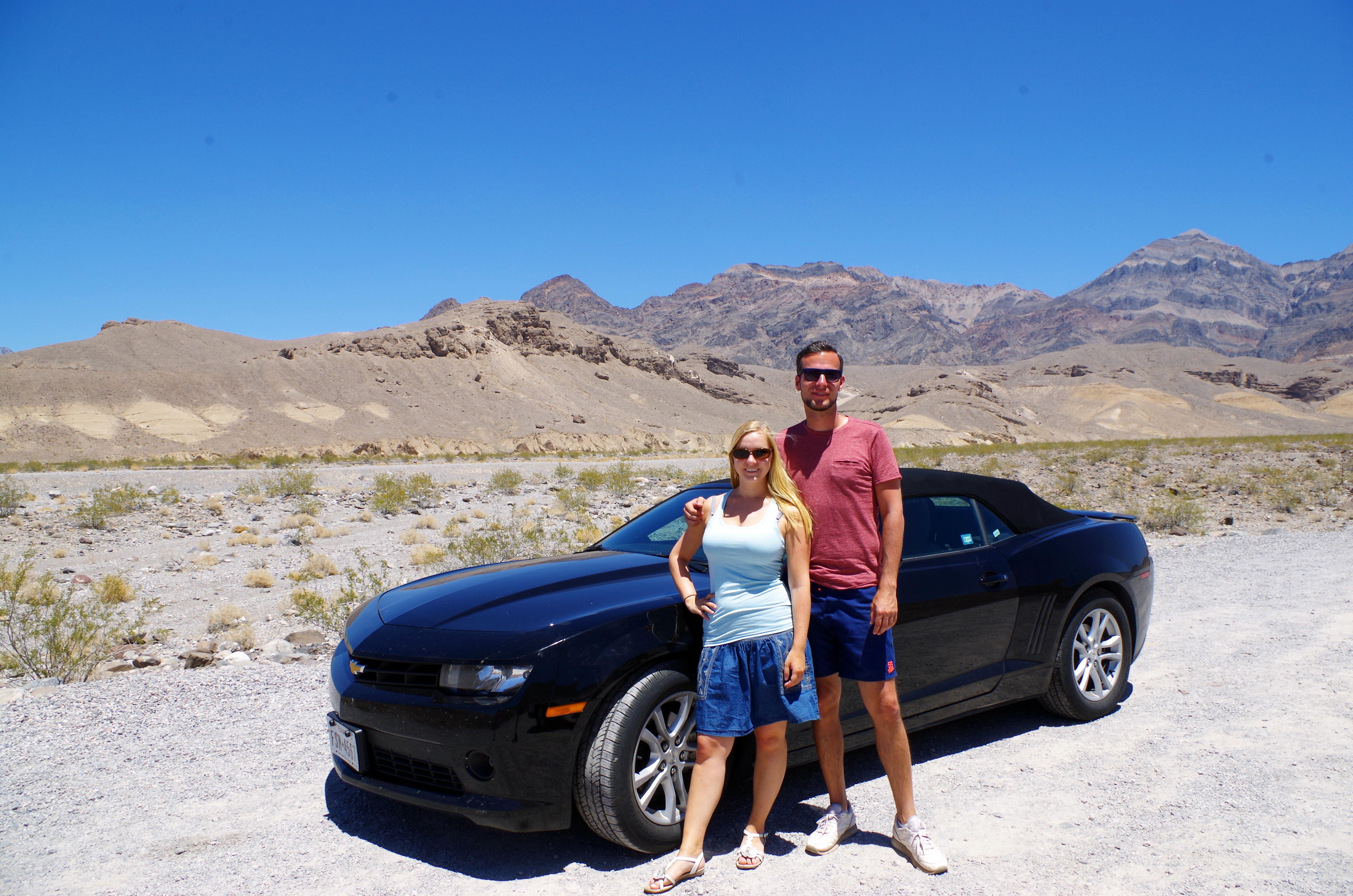 Das Verdeck von unserem Cabrio lassen wir bei 125 Grad Fahrenheit im Death Valley Nationalpark lieber zu ;-)