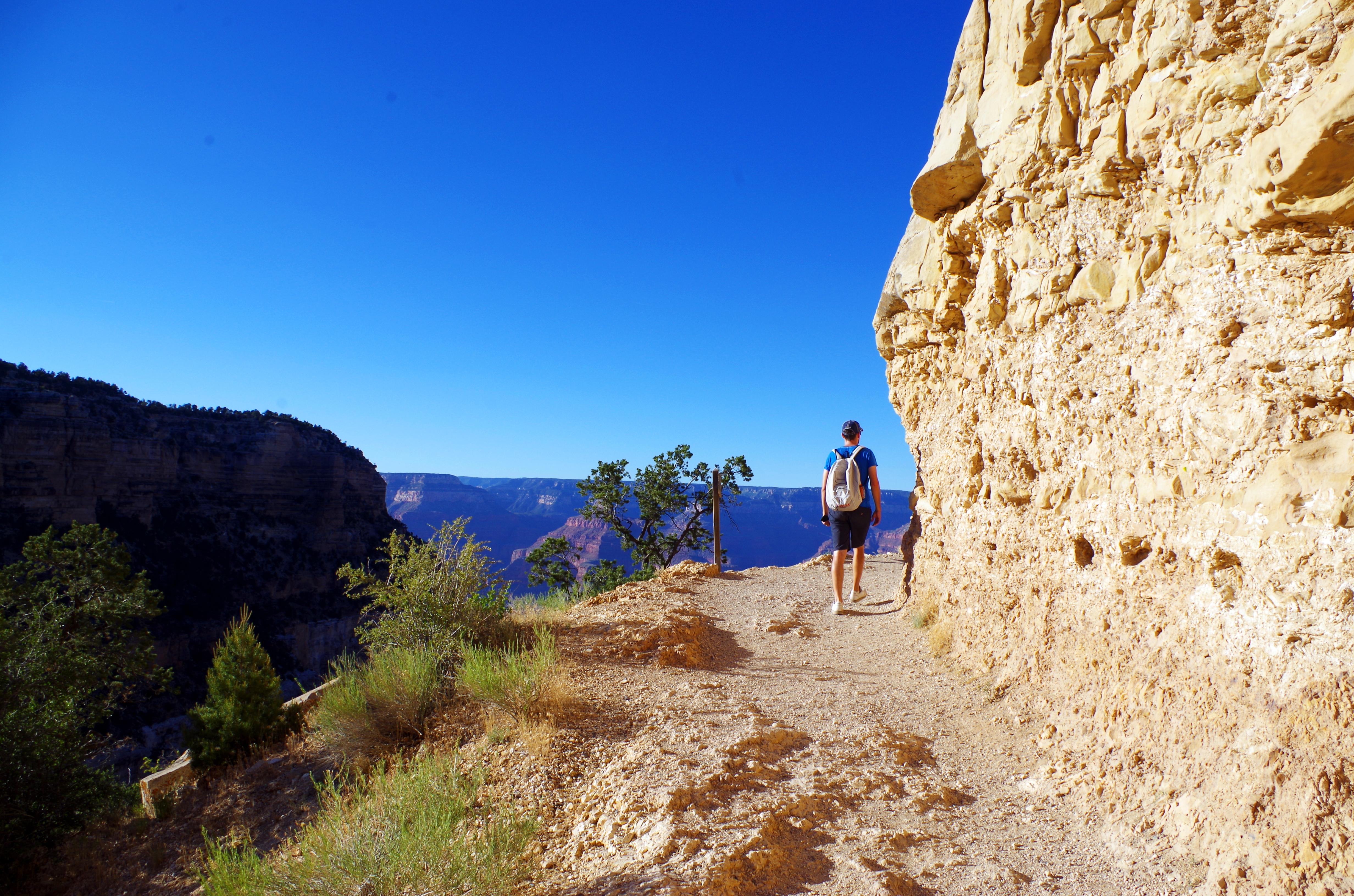 Der Bright Angel Trail bietet eine anspruchsvolle Wanderung mit tollen Aussichten (Achtung: Überschätzt Euch nicht und geht nicht zu weit nach unten)