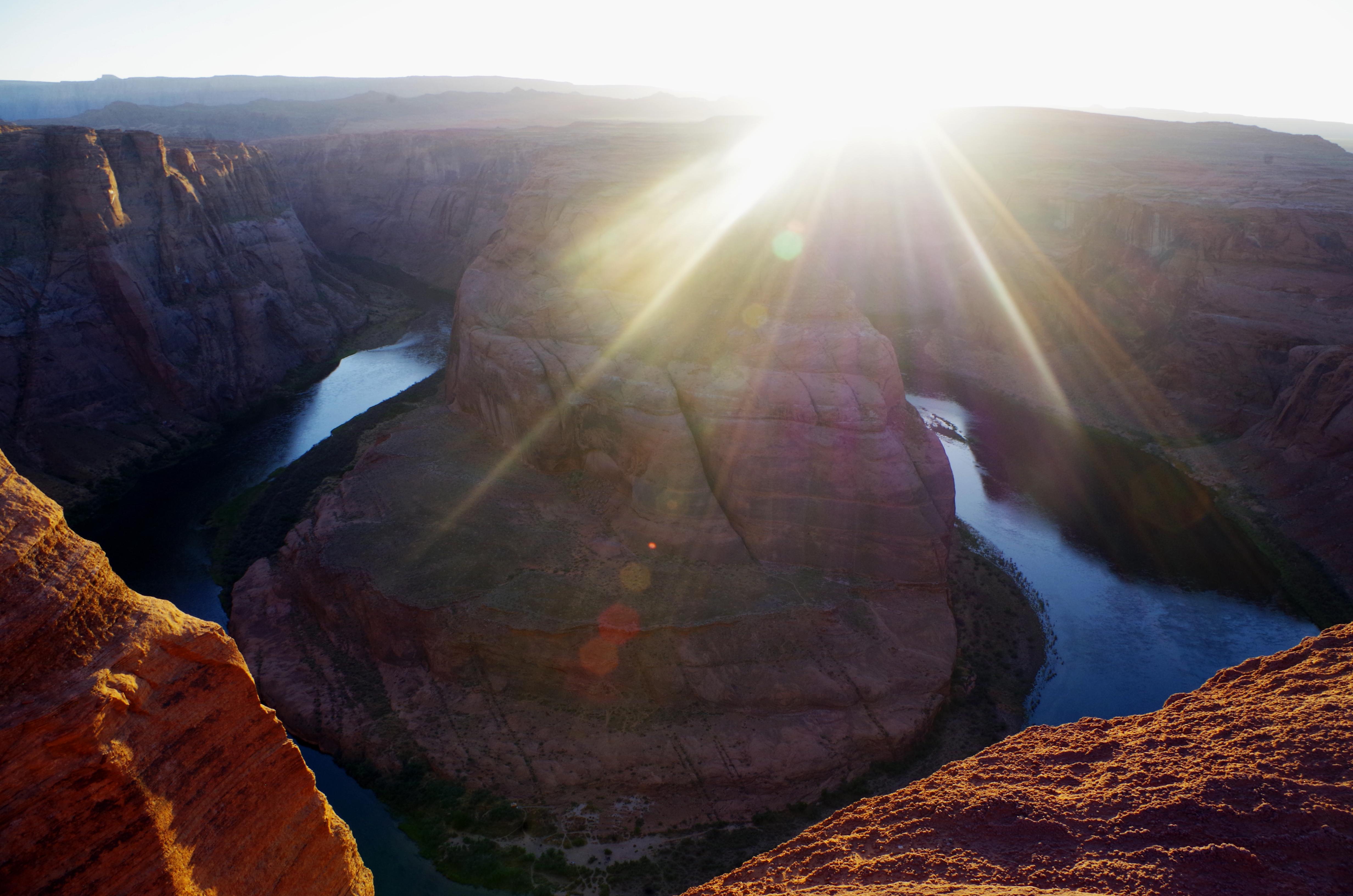 Der Horse Shoe Bend trägt seinen Namen nicht umsonst. Hier läuft der Colorado River durch eine Hufeisenform.