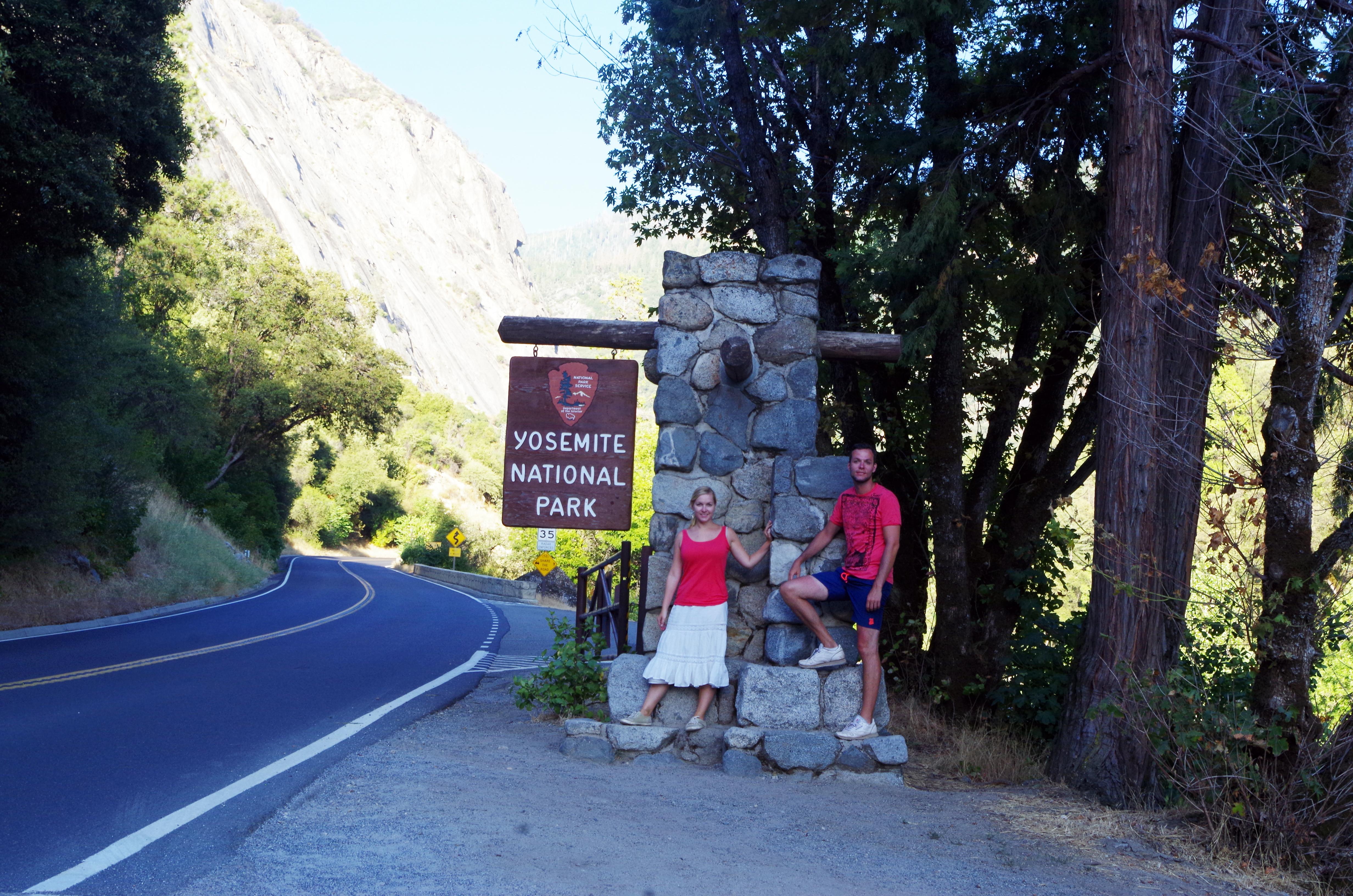 Der Yosemite Nationalpark ist riesig und beginnt schon im Tal, bevor es viele Kilometer bergauf geht