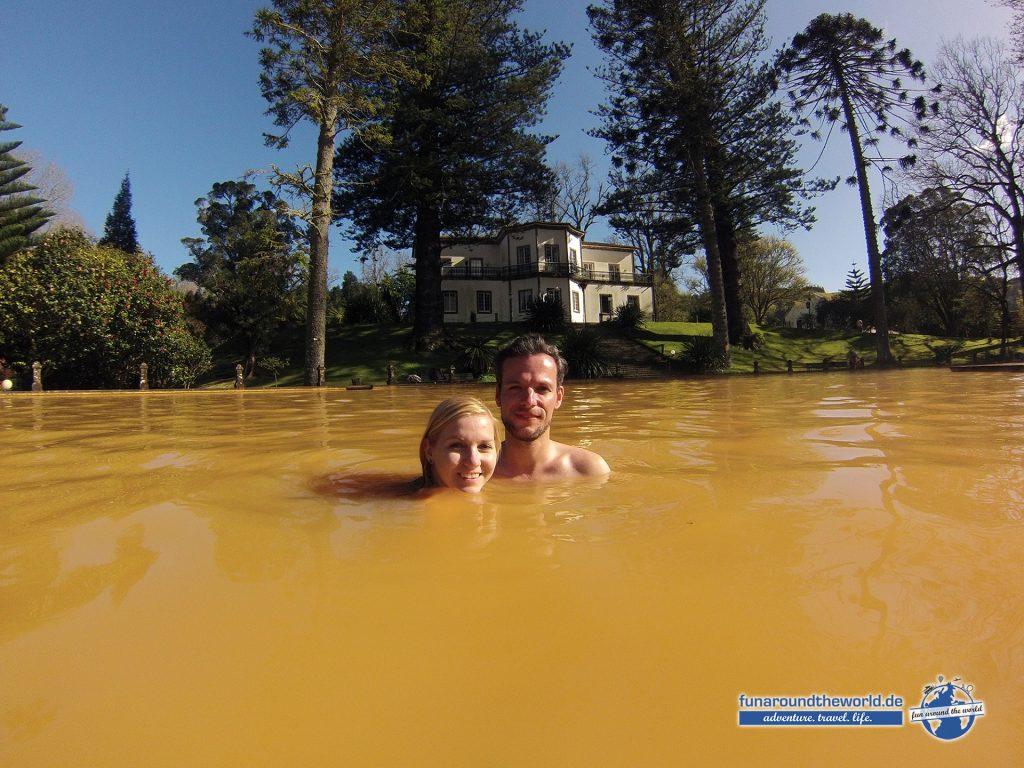Heiße Quellen laden zu einem Bad im Park Terra Nostra ein